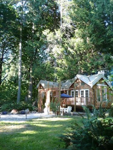 Serenity Cedars Cottage