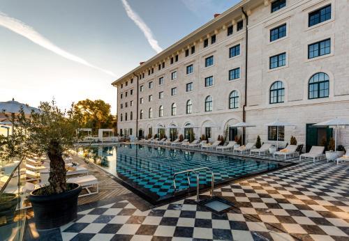 Hotel Brown Beach House & Spa