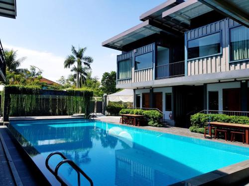 Kluang Container Swimming Pool Hotel