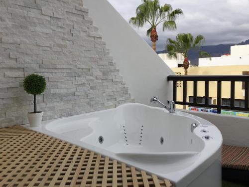 The 10 Best Hotels With Jacuzzi In Playa De Las Americas Spain - Fotos-de-jacuzzi