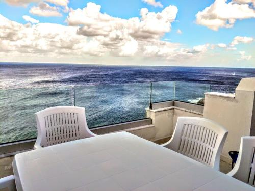 Large Penthouse with Spectacular Sea Views