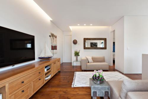 A luxury 60m (550f) suite in the most beautiful boulevard in Tel Aviv