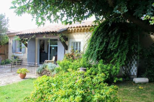 Maison provençale à Mouriès avec piscine