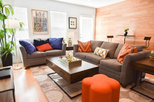 Three-Bedroom, Three-Bath Townhouse Over the River