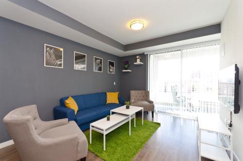 East West Comfort: Downtown LA Cozy Apartments