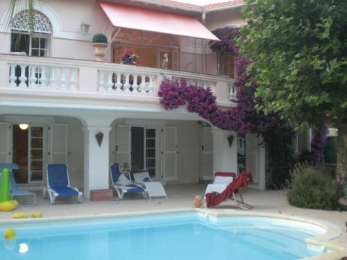 beautiful villa with direct access to the beach