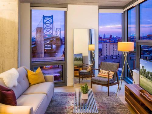 Luxury Riverfront 2-Bedroom in Old City - 97 Walk Score!