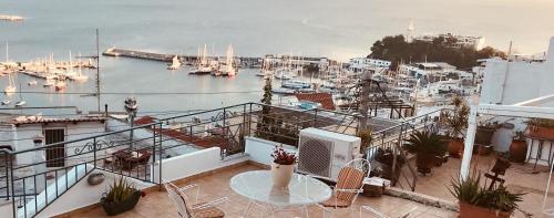 Piraeus Lux Secret