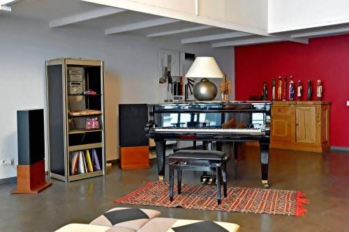 Private Room in Luxury Villa City Center