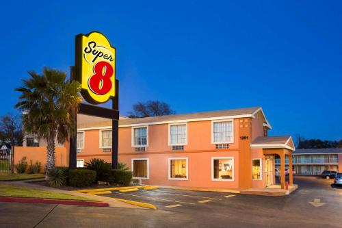 Super 8 by Wyndham Austin Downtown/Capitol Area