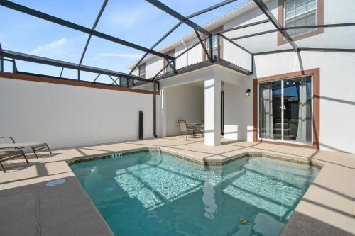 Four Bedroom w/ Screened Pool Townhome 4810