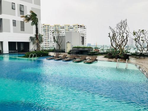 Mayla Saigon Downtown Rooftop Pool