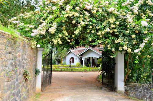 The 10 Best Hotels with Pools in Kegalle District, Sri Lanka