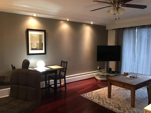 Cozy One Bedroom in Central Lonsdale