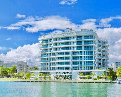 Description For A11y Acqua Bay Luxury Apartments Miami Beach