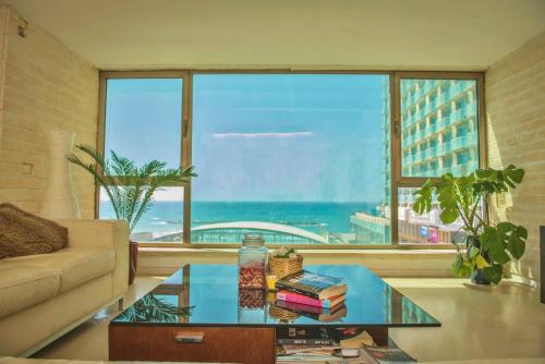LUXURY FULL SEA VIEW APT FACING GORDON BEACH !!!