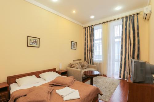 Lva Tolstogo Apartment