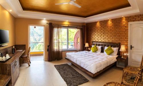 Nirvana Lodge and Lounge