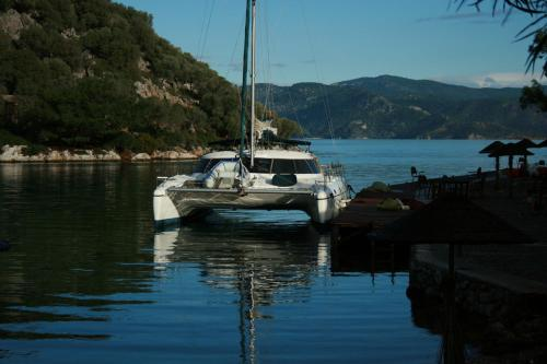 On Y Va Sailing