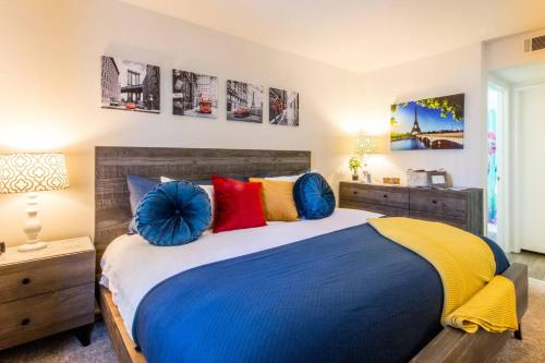 Lovely South Coast Plaza | King Bed | Fast Wifi | 4KTV