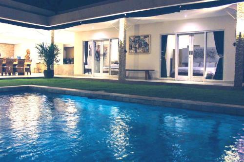 SEMINYAK 3BR Pool Villa
