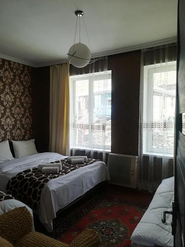 Nikoloz Guesthouse