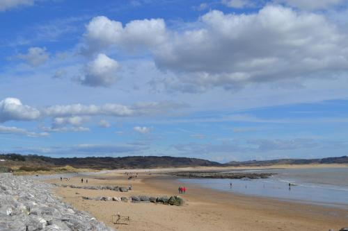 SEAVIEW HOUSE - 2 mins to beach - Newton Porthcawl