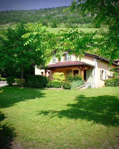 Gites le Paradis *** 319100 - Superbe vue sur le Vercors. Dominant le village.