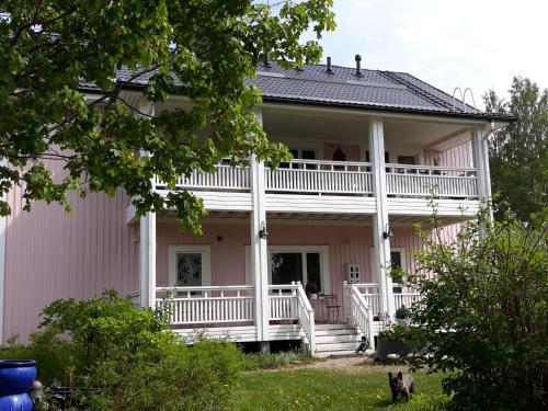Wanha Neuvola Guesthouse & Apartment