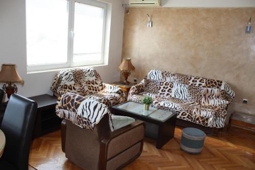 Emma Apartments A2