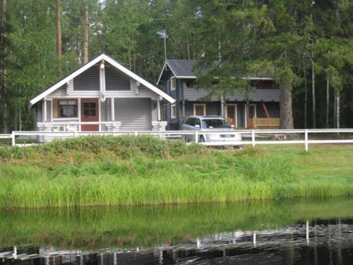 Huhtaniemen Mökkikylä