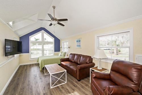 Tropical Palms Premium Loft Cottage 33
