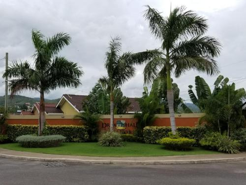 Deluxe Villas @ DraxHall Manor