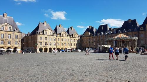 12 Place Ducale