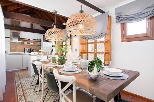 Calma House 4 Rooms by Apolo Homes
