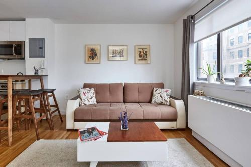 Spacious Apartment by Penn station