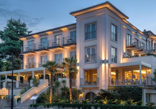 Hotels Am Strandmeer An Der Küste Gardasee Italien Bookingcom