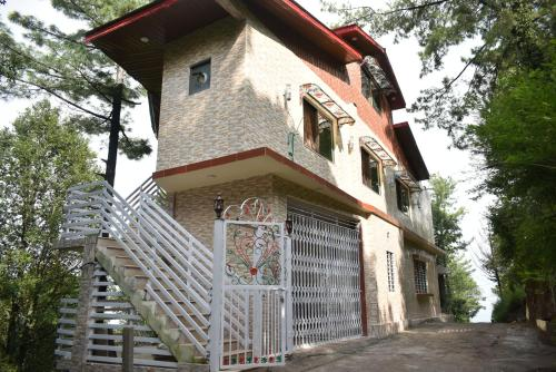 Janjua Lodges Apartments