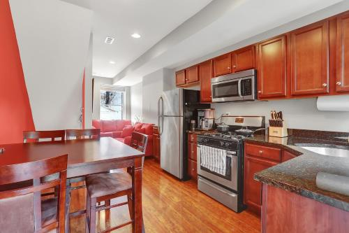 Sparkling Clean & Updated Home, Central Walking Neighborhood w/ Private Hot Tub Patio