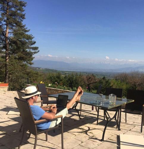 Villa with garden near Geneva, UN & Cern