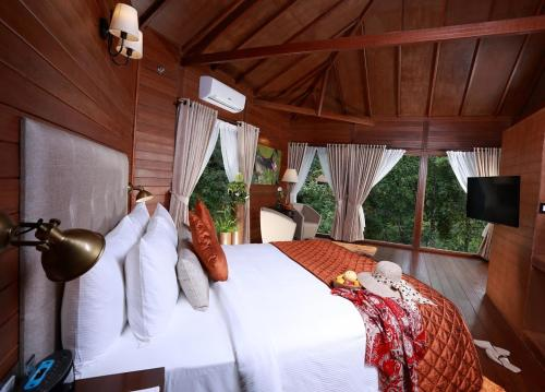 The 10 best resorts in madikeri india - Resorts in madikeri with swimming pool ...