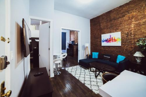 NEWLY RENOVATED 2BR BY CHELSEA!! SLEEPS 6