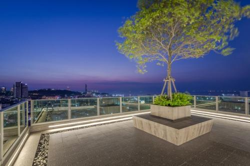 City garden tower condominium