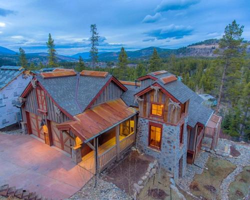 Luxury Family Chalet With Private Hot Tub Home