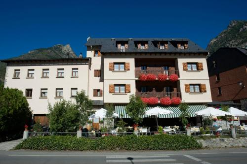 Benasque Valley guest houses. 5 guest homes in Benasque ...