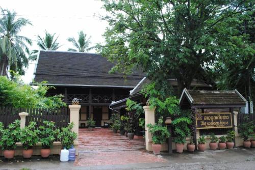 Villa Lao Wooden House