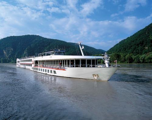 Fairtours Hotelschiff Regina Rheni ****