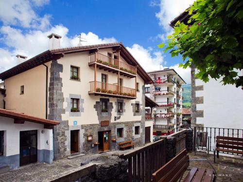 Booking.com: Hoteles en Leitza. ¡Reserva tu hotel ahora!