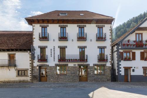 Los 10 mejores hoteles económicos de Irati Forest - Hoteles ...