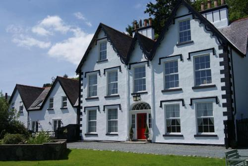Coed Mawr Hall Bed & Breakfast